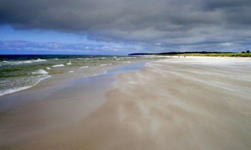 Zdjecie POLSKA / Kaszuby / Białogóra / plaża, dzika plaża, morze dookoła...