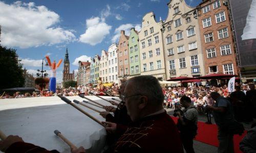 POLSKA / Pomorze / Gdańsk, Jarmark Św. Dominika w Gdańsku, parada / Największy bęben świata