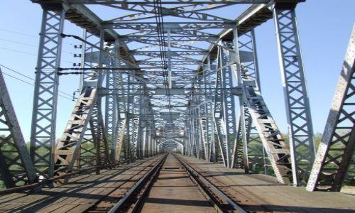 Zdjęcie POLSKA / Mazowieckie / Góra Kalwaria / stary most kolejowy