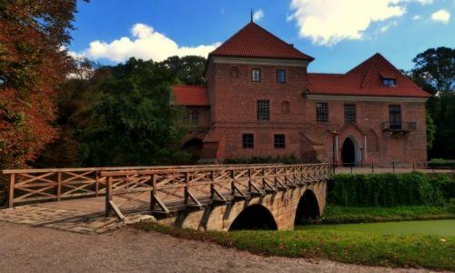 Zdjecie POLSKA / łódzkie / Oporów / Oporów- zamek z XV wieku