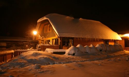 POLSKA / Pomorze / Szymbark / W zimowej szacie nocą