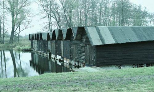 Zdjęcie POLSKA / Warmia i Mazury / Iława / Iława, hangary na łodzie