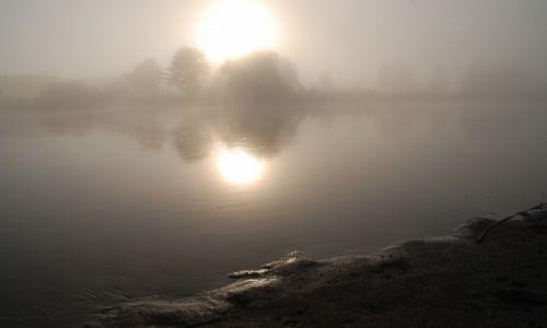 POLSKA / rzeka Bug / gdzieś za Drohiczynem / Wschód słońca nad Bugiem