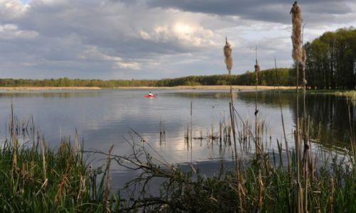 Zdjecie POLSKA / zachodniopomorskie / okolice jeziora Długie / Samotny kajak