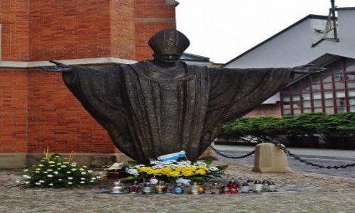 Zdjecie POLSKA / Małopolska / Tarnów / Tarnów, katedra, Pomnik św. Jana Pawła II