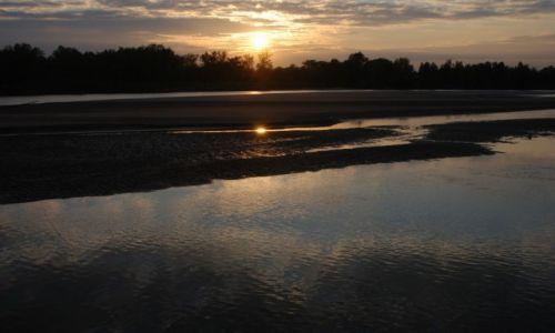 Zdjęcie POLSKA / mazowieckie / między Maciejowicami a Wilgą / Zachód słońca nad Wisłą