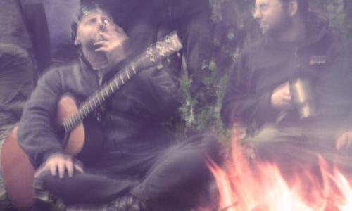Zdjęcie POLSKA / Bieszczady / Polana / Ogień i muzyka