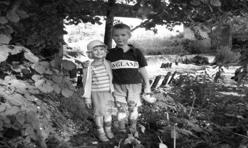 Zdjęcie POLSKA / Mazowieckie / Stoczek / Moja młodsza siostra, mój starszy brat...