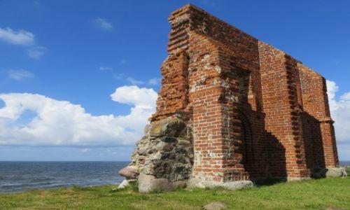 Zdjecie POLSKA / Zachodniopomorskie / Trzęsacz, południowa ściana kościoła św. Mikołaja / tyle zostało...