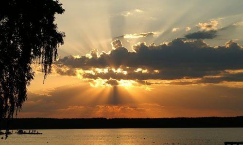 Zdjecie POLSKA / okolice Niesulic / jezioro Niesłysz / zachód słońca nad jeziorem Niesłysz