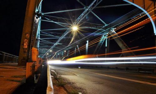 Zdjęcie POLSKA / Kujawsko-Pomorskie / Toruń / Toruń nocą, most na Wiśle