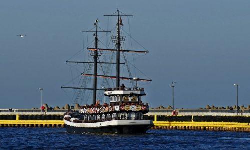 Zdjęcie POLSKA / - / Kołobrzeg / Pirat...wypływa w rejs
