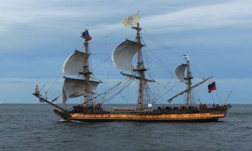 Zdjęcie POLSKA / Pomorskie  / Gdynia / Sztandart, replika fregaty cara Piotra I, z 1703r