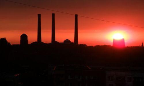 Zdjęcie POLSKA / Górny Śląsk / Bytom / Wieczorny widok z okna
