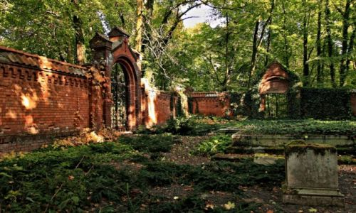 Zdjecie POLSKA / Kujawsko-Pomorski / Ostromecko / Grobowiec-mauzoleum rodziny Schoenborn-2