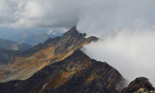 Zdjęcie POLSKA / Tatry Wysokie / Kozi Wierch (2291 m n.p.m) / bariera dla chmur