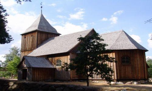 Zdjęcie POLSKA / Pomorze / Kaszubski Park Etnograficzny we Wdzydzach Kiszewskich / Drewniany kościoł św. Barbary ze Swornigaci