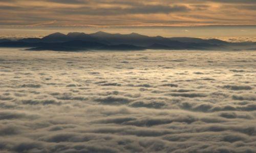 Zdjecie POLSKA / Babiogórski Park Narodowy / Babia Góra / Mała Fatra za oceanem chmur