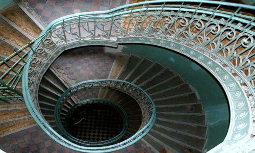 Zdjęcie POLSKA / Mazowsze / Warszawa / schody spiralne