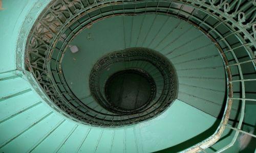 Zdjęcie POLSKA / Mazowsze / Warszawa / schody spiralne  ul  Kłopotowskiego