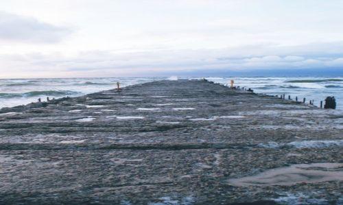 Zdjecie POLSKA / Ustka / Molo Ustka / Morze przed deszczem