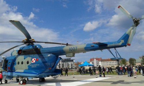 Zdjecie POLSKA / - / teren wojskowy / helikopter