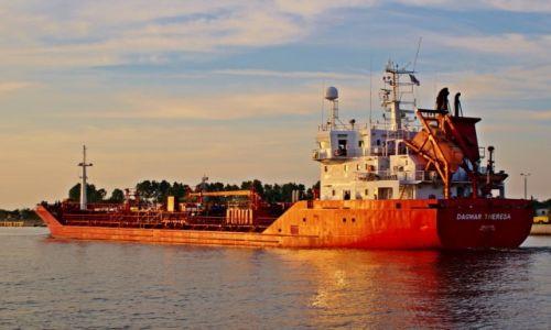 Zdjęcie POLSKA / Pomorze / Gdańsk / Tankowiec maltański.