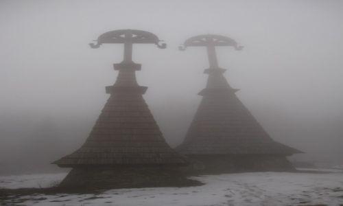 Zdjęcie POLSKA / Beskid Niski / Rotunda / Cmentarz we mgle
