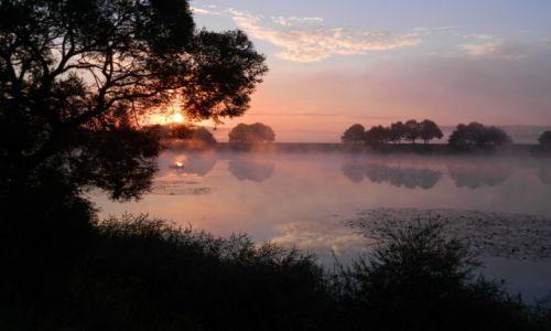 Zdjęcie POLSKA / spytkowice / wiślisko / wschód słońca... dolina karpia