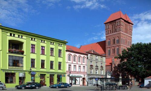 Zdjęcie POLSKA / Toruń / Rynek Nowomiejski / Kamieniczki i kościół św. Jakuba