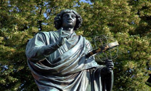 Zdjęcie POLSKA / Toruń / Rynek Staromiejski / Pomnik Mikołaja Kopernika