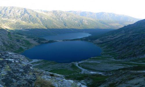Zdjecie POLSKA / tatry / gdzieś na szlaku / widok na morskie oko i czarny staw