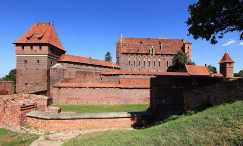Zdjęcie POLSKA / Malbork / Widok zamku od strony południowo-wschodniej / Gotycki zamek krzyżacki