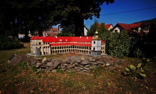 Zdjęcie POLSKA / Małopolska / Sucha Beskidzka / Zamek Suski w miniaturze