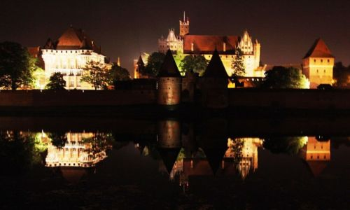Zdjęcie POLSKA / Malbork / Gotycki zamek krzyżacki / Nocą nad Nogatem
