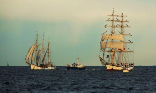 Zdjęcie POLSKA / Zatoka Gdańska  / Parada podczas Operacji Żagle Gdyni 2014 / STS Fryderyk Chopin i Szkuner sztakslowy Zawisza Czarny