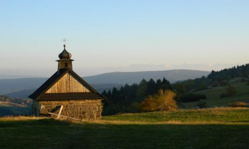 Zdjęcie POLSKA / beskid makowski / koskowa góra / kaplica z tatrami w tle