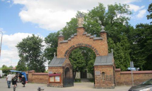 Zdjęcie POLSKA / Biała Podlaska / Biała Podlaska / Brama cmentarna w Białej Podlaskiej