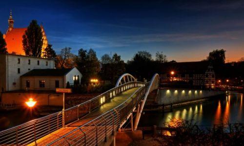 Zdjęcie POLSKA / kujawsko pomorski / Bydgoszcz / Miasto nocą