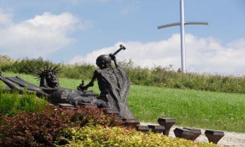 POLSKA / Żywiecczyzna / Wzgórze Matyska, Radziechowy / Golgota Beskidów - Jezus do krzyża przybity