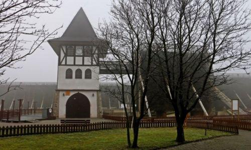 Zdjecie POLSKA / Kuj-pom / Inowrocław / Tężnie w porannej mgle.
