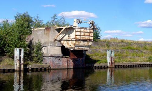 Zdjęcie POLSKA / opolski / Kędzierzyn Koźle / Nieczynne urządzenia do załadunku węgla z wagoów na barki