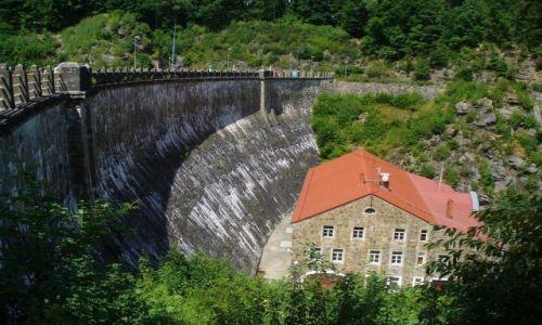 Zdjęcie POLSKA / dolnośląskie / Złotniki Lubańskie / Widok z góry, na zaporę i elektrownię