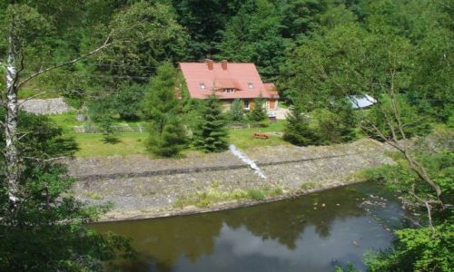 Zdjęcie POLSKA / dolnośląskie / Złotniki Lubańskie / Dom mieszkalny, poniżej zapory