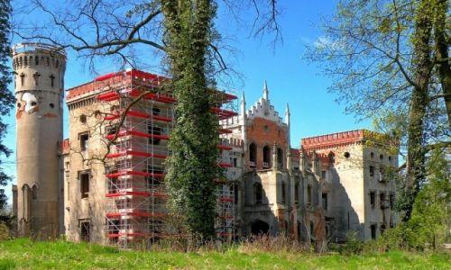 Zdjęcie POLSKA / opolskie / Zamek w Dobrej / Zamek w odbudowie