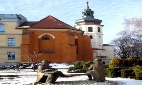 Zdjecie POLSKA / opolskie / Opole / Starsi panowie dwaj, przed uniwersytetem