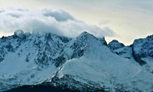 POLSKA / Ma�opolska / Gliczar�w G�rny / Chmury nad g�rami.