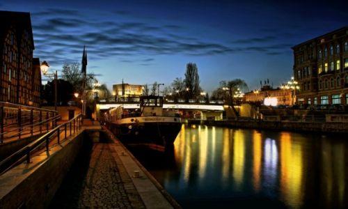 Zdjęcie POLSKA / kujawsko pomorski / Bydgoszcz / Barka Lemara- nocą