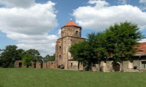 Zdjęcie POLSKA / śląskie / Toszek / Dziedziniec zamkowy z wieżą