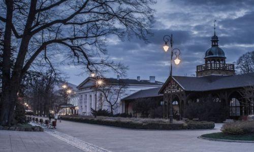 Zdjecie POLSKA / Dolny Śląsk / Szczawno Zdrój / uzdrowisko nocą